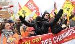 Des Français manifestent à Paris dans le cadre d'une journée nationale de protestation contre la campagne de réforme multi-front du président Emmanuel Macron.