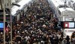 Congestion à la gare de Lyon, mardi dernier, causée par la grève entreprise par 77% des conducteurs de train pendant la semaine.