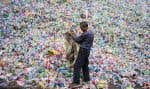 Malgré des efforts en matière de recyclage, la grande majorité des plastiques peut perdurer pendant des centaines d'années dans l'environnement.