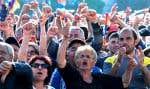 Sur la place de la République, les manifestants ont suivi toute la journée les débats parlementaires retransmis sur écrans géants.