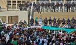 Les manifestants rejettent les promesses du président Bouteflika de réformer et de ne pas aller au bout de son éventuel nouveau mandat.