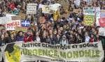 Des étudiants marchant afin de demander des actions concrètes des gouvernements pour lutter conttre les changements climatiques, le 15 mars dernier à Montréal