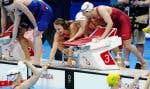 Le quatuor canadien de nageuses Penny Oleksiak, Kayla Sanchez, Margaret MacNeil et Rebecca Smith s'est hissé en deuxième place de l'épreuve du 4x100 mètres style libre.