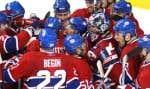 Les joueurs du Canadien se sont rués vers leur gardien Carey Price à l'issue d'un blanchissage de 5 à 0 qui a éliminé les Bruins, hier soir, au Centre Bell.