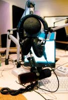 Si tous les médias souffrent de la maladie de la vitesse, les symptômes semblent encore plus tristes à la radio.