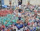 Les «castellers» de la Vila de Gràcia, que l'on voit ici réalisant une tour humaine à Barcelone, sont en ville dans le cadre du festival Montréal complètement cirque.