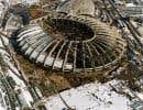 En 1980, la commission Malouf pointait déjà vers un lien entre le financement des partis politique et l'attribution des contrats de construction des installations olympiques. Ci-dessus, l'ossature du Stade olympique reçoit sa toiture métallique, en 1976.