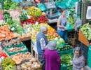 En 2010, la valeur du marché bio était estimée à environ 55milliards de dollars à l'échelle de la planète, une augmentation de plus de 50% en seulement cinqans.
