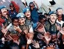 Les événements qui ont marqué l'histoire canadienne des 25 dernières années sont racontés à travers l'expérience de ceux qui les ont vécus, comme les Casques bleus, lors de leur mission crève-cœur au Rwanda.