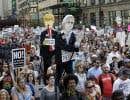 En réaction aux événements de Charlottesville, des manifestants de Chicago ont critiqué le président Donald Trump et le vice-président Mike Pence pour leur participation au climat favorable à la «haine» et à la «suprématie blanche».